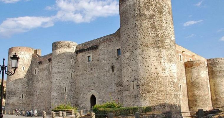 Castello Ursino - Catania (IT) [Fonte Foto citymapsicilia.it]