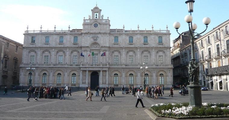 Piazza Università - Catania (IT) [Fonte Foto: Fotoeweb.com]