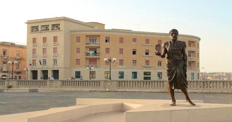 Statua di Archimede - Siracusa (IT) [Fonte Foto citymapsicilia.it]