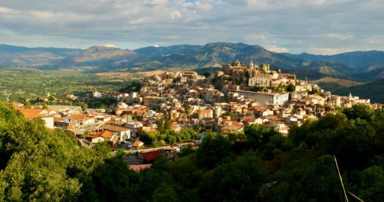 Borgo - Castiglione di Sicilia (CT) (IT) [Photo by Vitalii Kyktov on Unsplash]