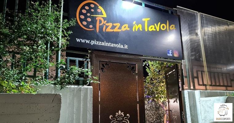 Pizza in tavola - Locale (5)